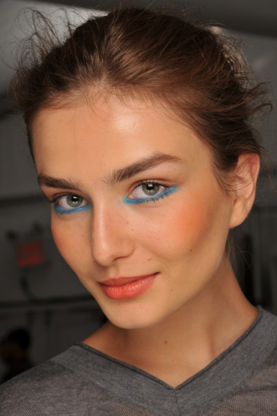 Summer_2010_how-to_aqua_eyes_makeup.JPG (400x600)