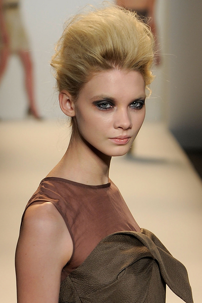 Fashion_Week_Fall_2010_Lela_Rose_eyes.jpg (400x600)