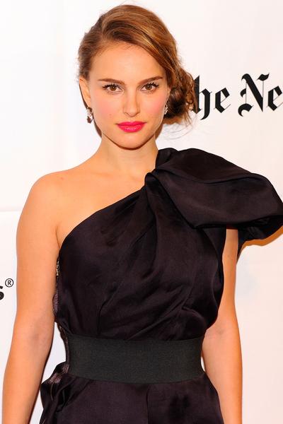 Natalie_Portman_vegan_shoes_accessories_Dior.jpg (400x600)