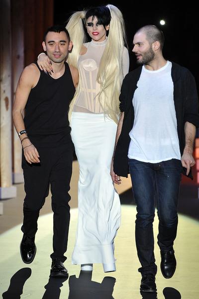 Lady_Gaga_Fashion_Week_Fall_2011.jpg (400x600)