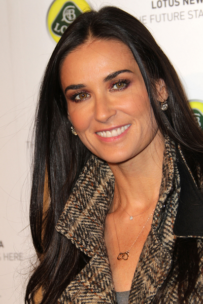 Demi_Moore_skin_care_treatment_anti-aging.jpg (400x600)