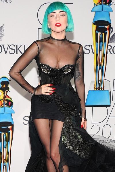 Lady_Gaga_fashion_Versace.jpg (400x600)