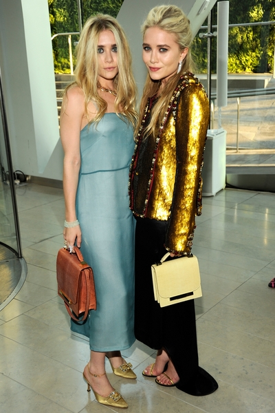 Olsen Twins Jpg 400x600 Mary Kate And Ashley Carrying Handbags
