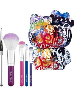 Hello_Kitty_makeup_brushes.jpg