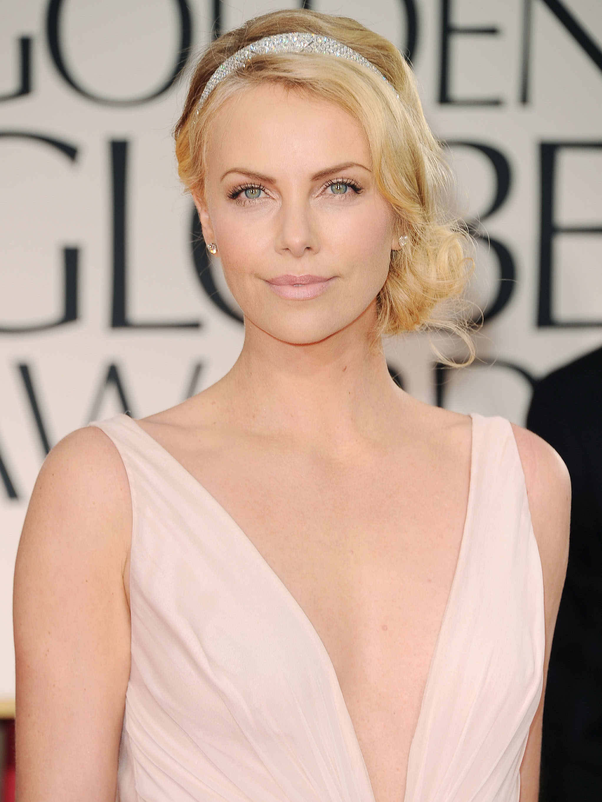 charlize300400 2012 Golden Globes Hottest Hair Trends