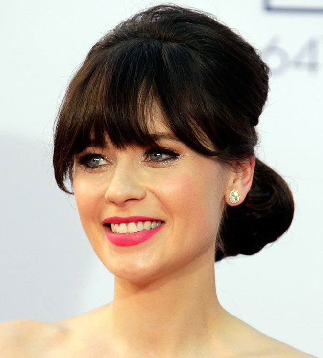 cropped zooey deschanel at 2012 emmys Get The Looks: Zooey Deschanels Amazing Emmys Makeup, Hair & Mani