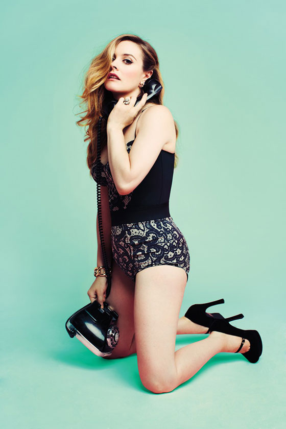 News: Alicia Silverstone Strips Down In Magazine; Demi Lovato Gets New Bangs