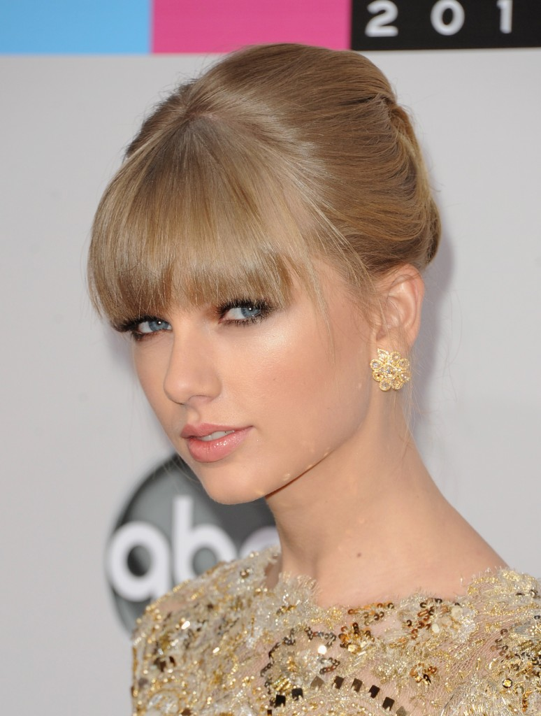 156664555 774x1024 Three Looks We Love From The American Music Awards