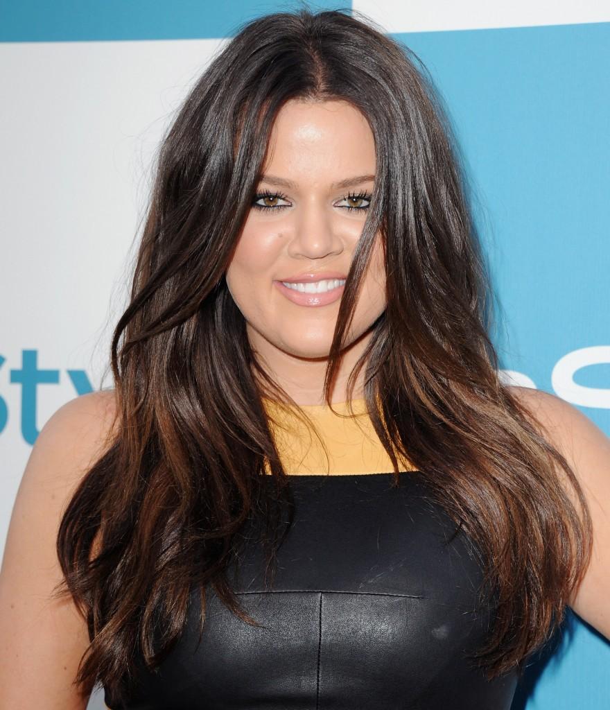 1500272873 880x1024 Khloé Kardashian Has No Idea How Kim Keeps All That Makeup On