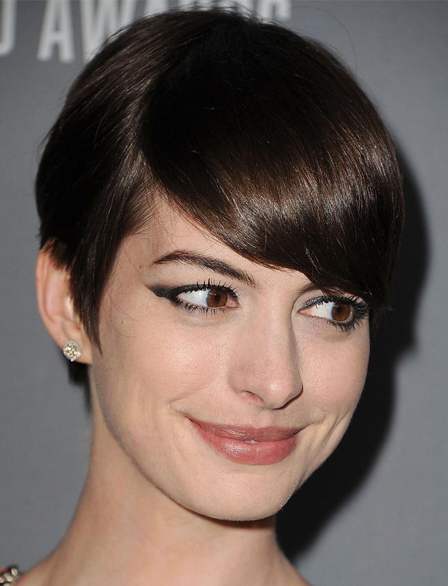 Anne Hathaway Costume Gala