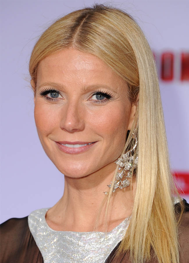 Gwyneth Paltrow S Barely There Premiere