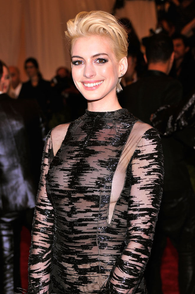 See Anne Hathaway S Blonde Hair Makeover Stylecaster