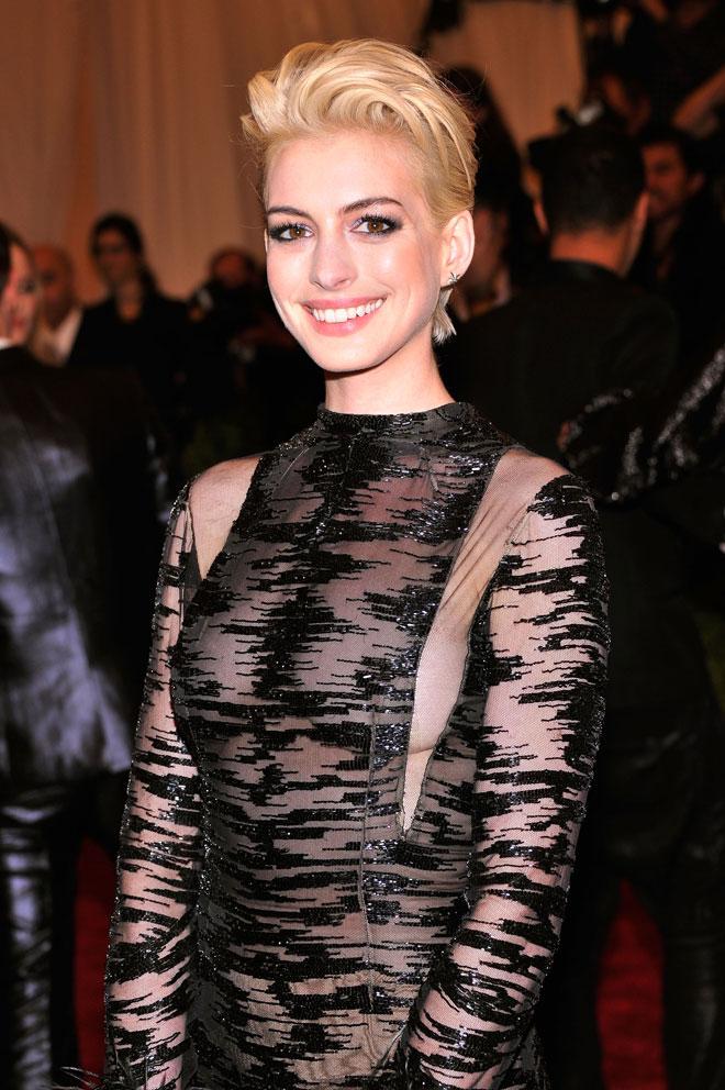 Anne Hathaway S Blonde Hair Makeover