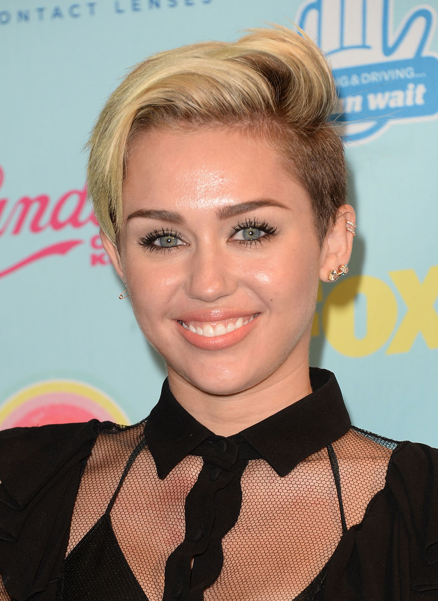 Miley's hair at the Teen Choice Awards didn't seem to want to cooperate.