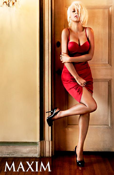 1378251325 christina aguilera maxim 467 Christina Aguilera Proves Short Hair Is Just as Sexy