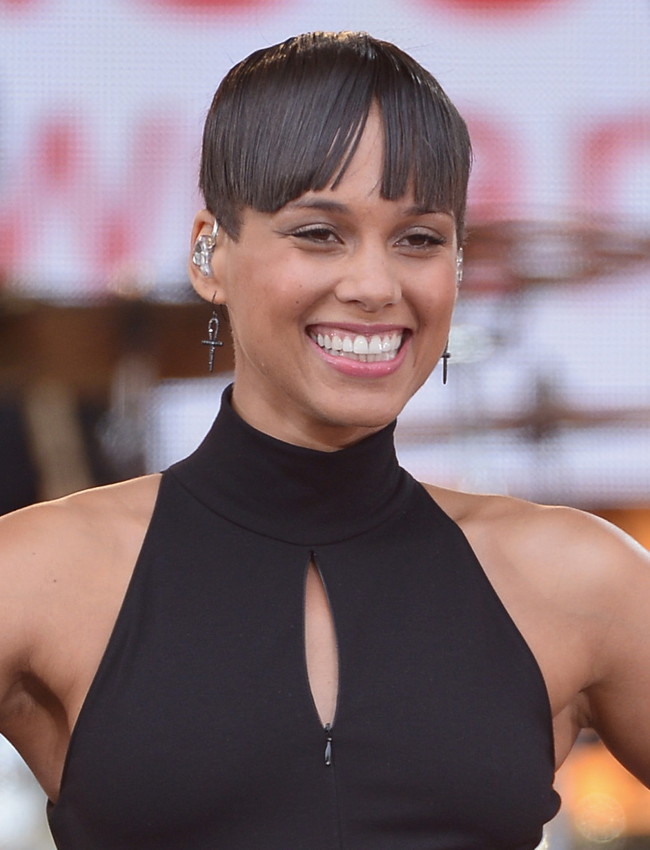Alicia Keys Debuts A Bowl Haircut Do You Like Her New Look Stylecaster
