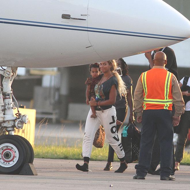 Beyoncé sports long hair again in Puerto Rico