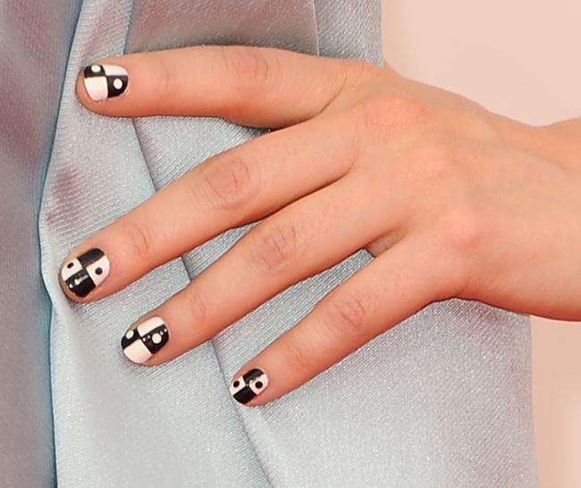 Zooey Deschanel nail art Emmys