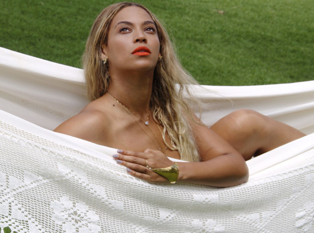 rs 1024x759 131021053025 1024 beyonce jc naked 101313 News: Beyoncé Goes Topless; See Rihannas New Holiday Collection