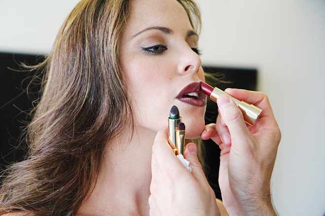 Mixing red and green lipstick