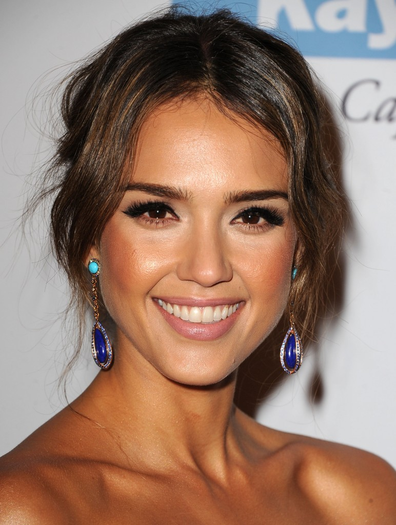 Even Jessica Alba isn't immune to concealer problems.