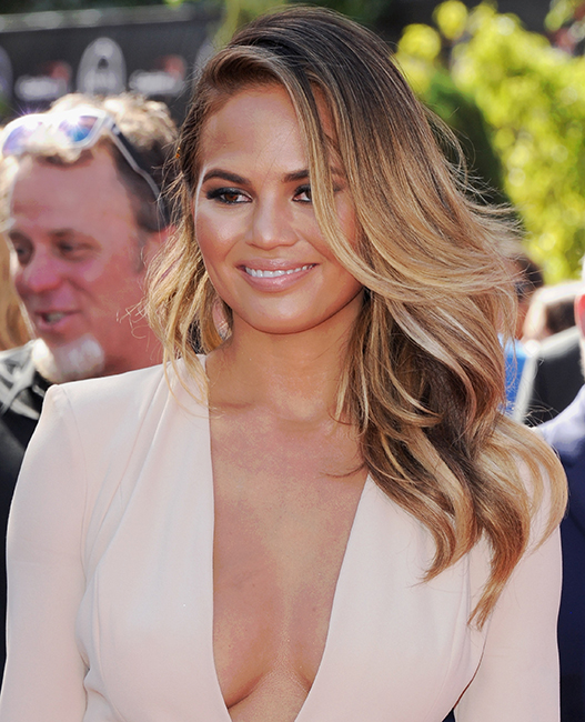 chrissy teigen balayage highlights