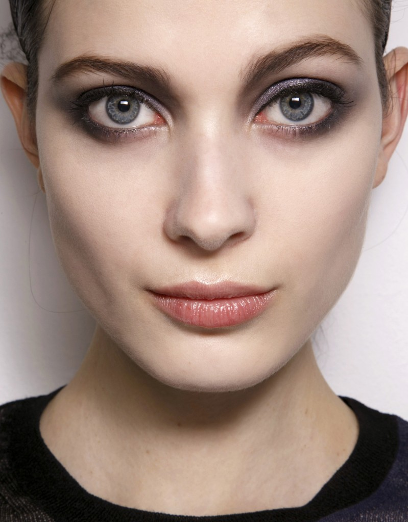 how to create a smokey eye for blue eyes | stylecaster