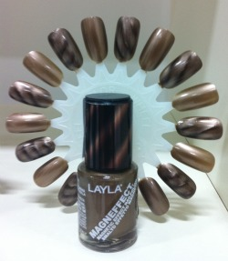 Cosmoprof_Layla_Cosmetics_nails_gold.JPG