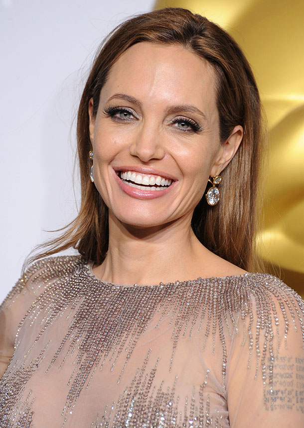 The 5 Best Beauty Lessons We\u0027ve Learned from Angelina Jolie