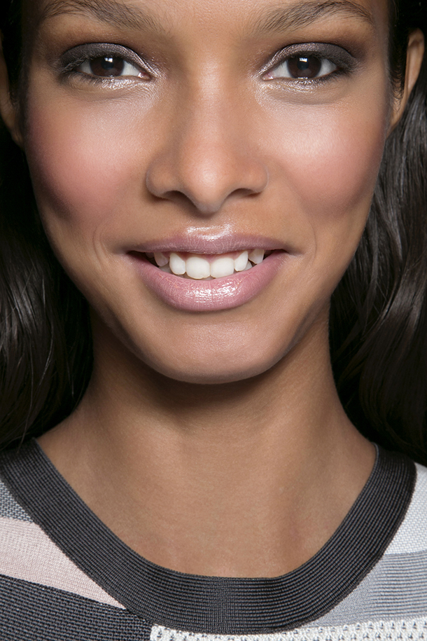 How To Skirt The Fine Line Between Dewy And Greasy Skin Stylecaster