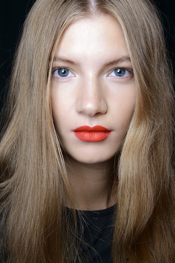 How to wear bold lipstick in summer