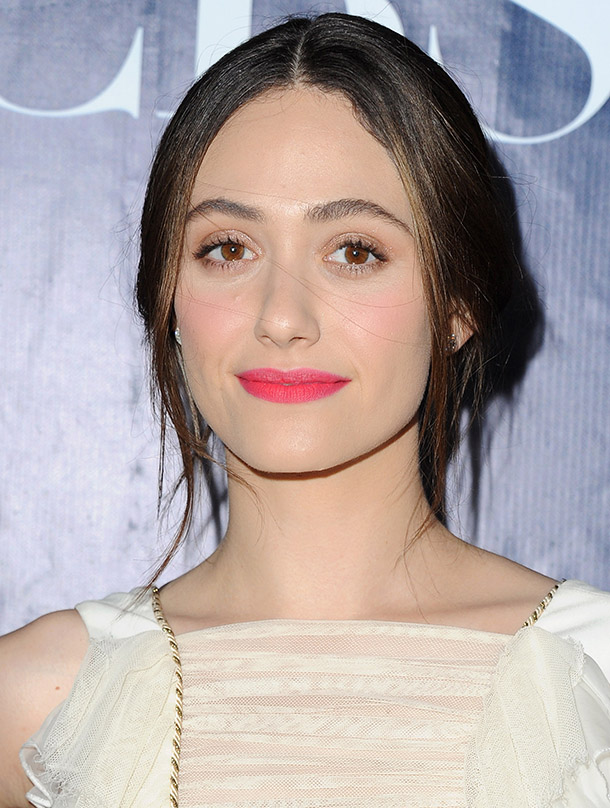 Emmy-Rossum-pink-lipstick