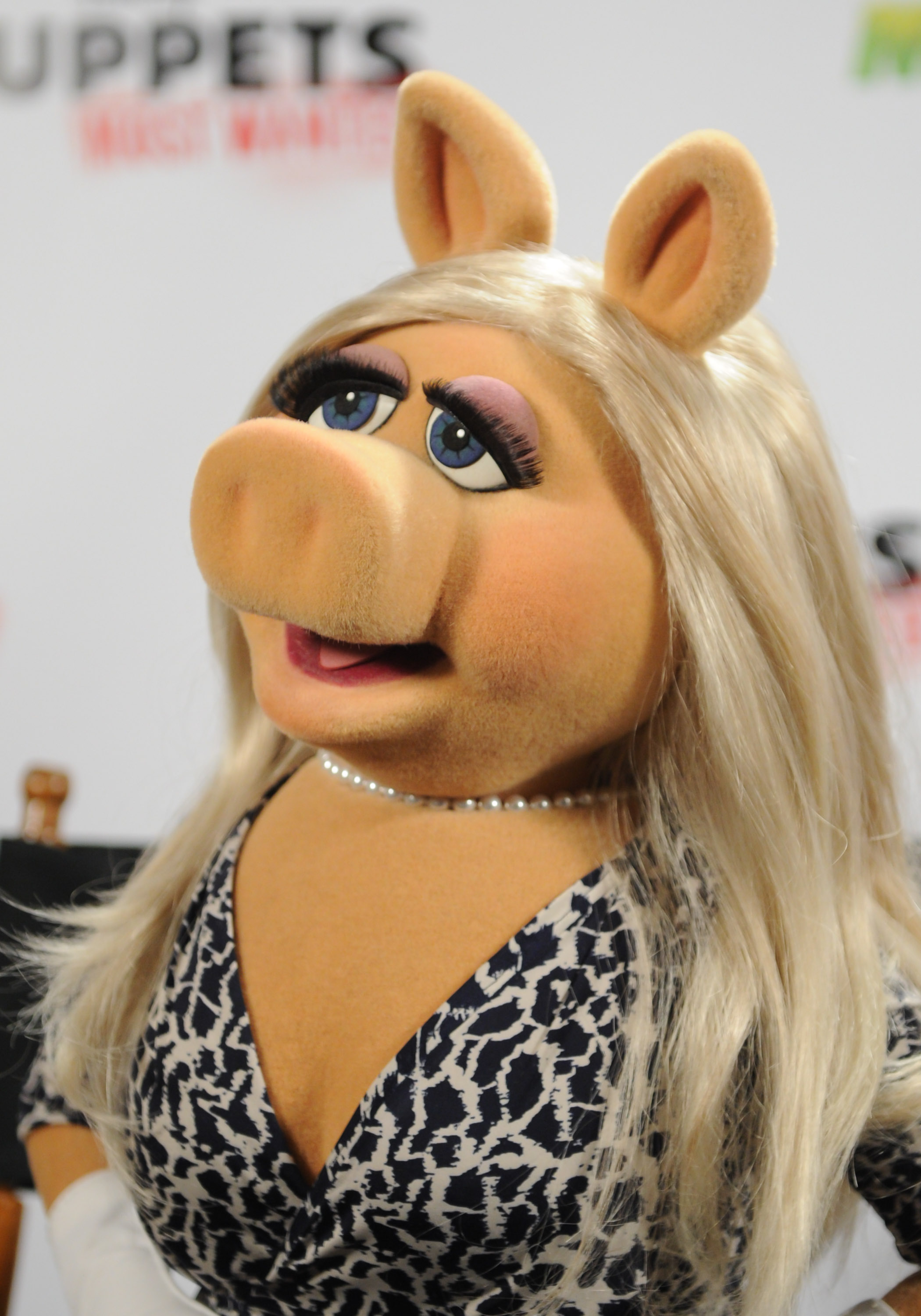 10 Unforgettable Beauty Lessons We Learned From Miss Piggy ...