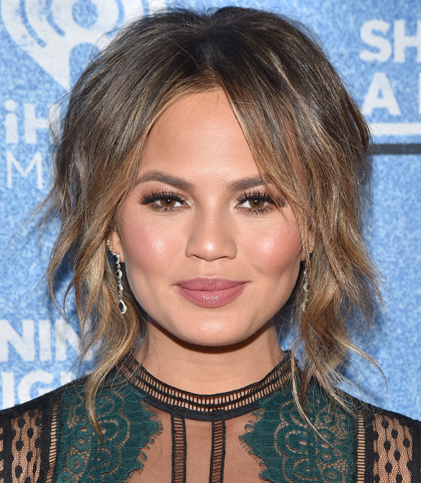 chrissy teigen brows