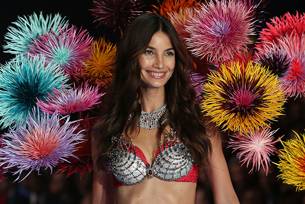 lily aldridge vc fashion show